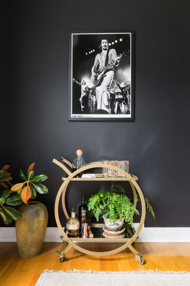 Tour the bachelorette kaitlyn bristowe and shawn booth s for Rock n roll living room