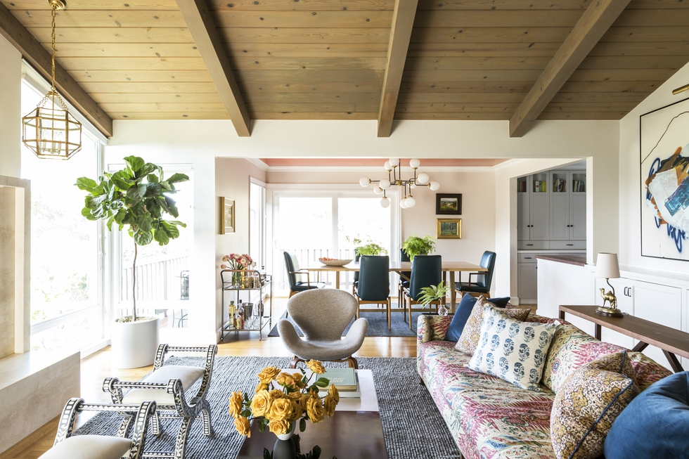 Step Inside a Mid-Century Home With Summer Style