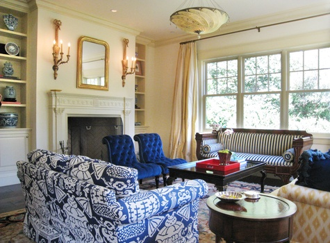 Traditional Living Room design by Andrea Pannes